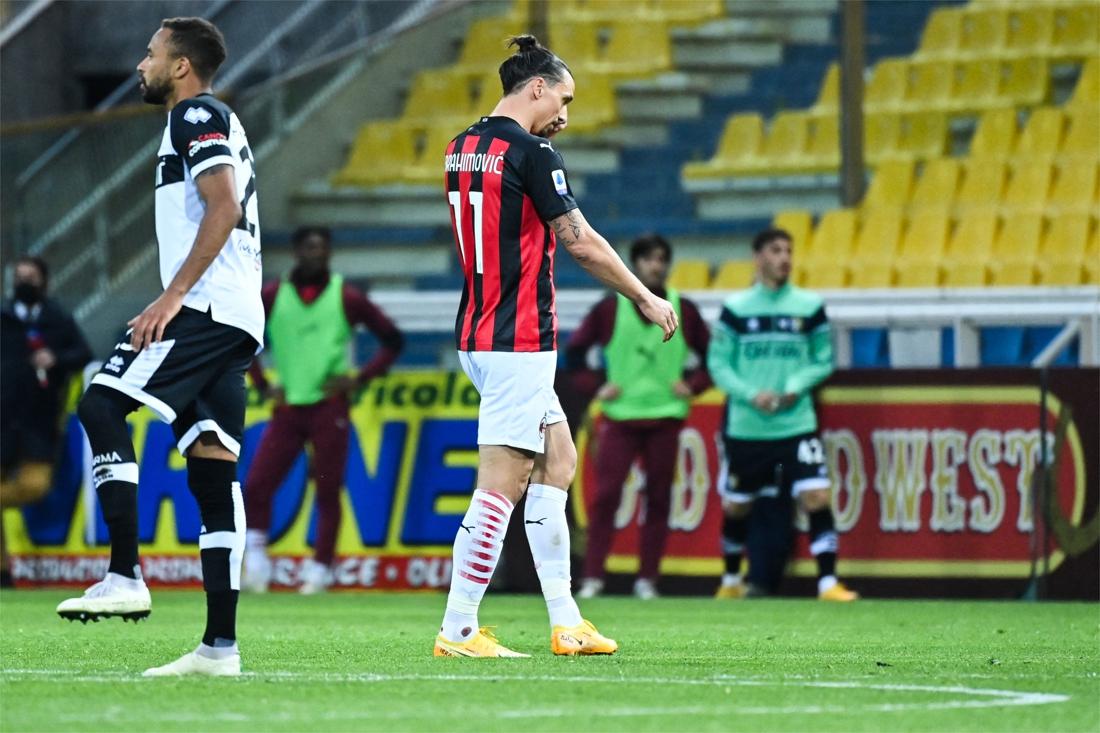 Woedende Ibrahimovic krijgt rood nadat hij ref de huid vol schold