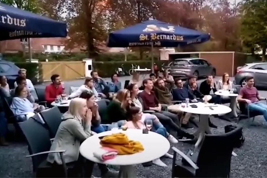 VIDEO. Zo reageren de vrienden van Lennart als hij de mol blijkt te zijn