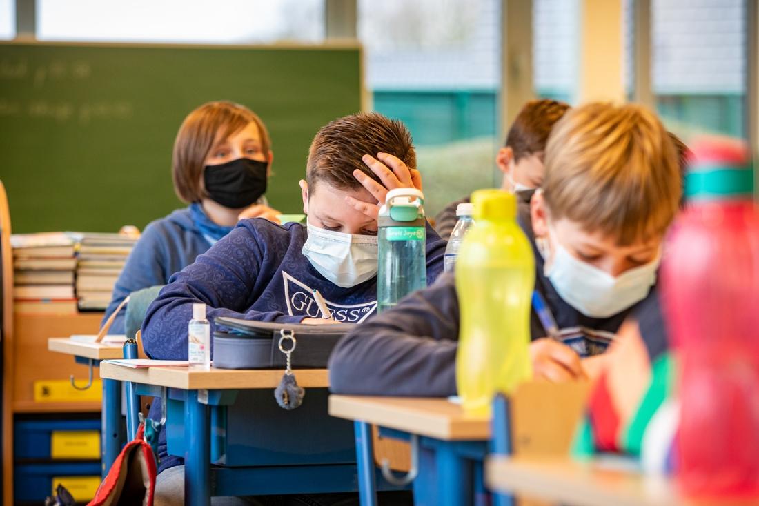 Te warm voor mondmaskers, dus laat deze school leerlingen thuis
