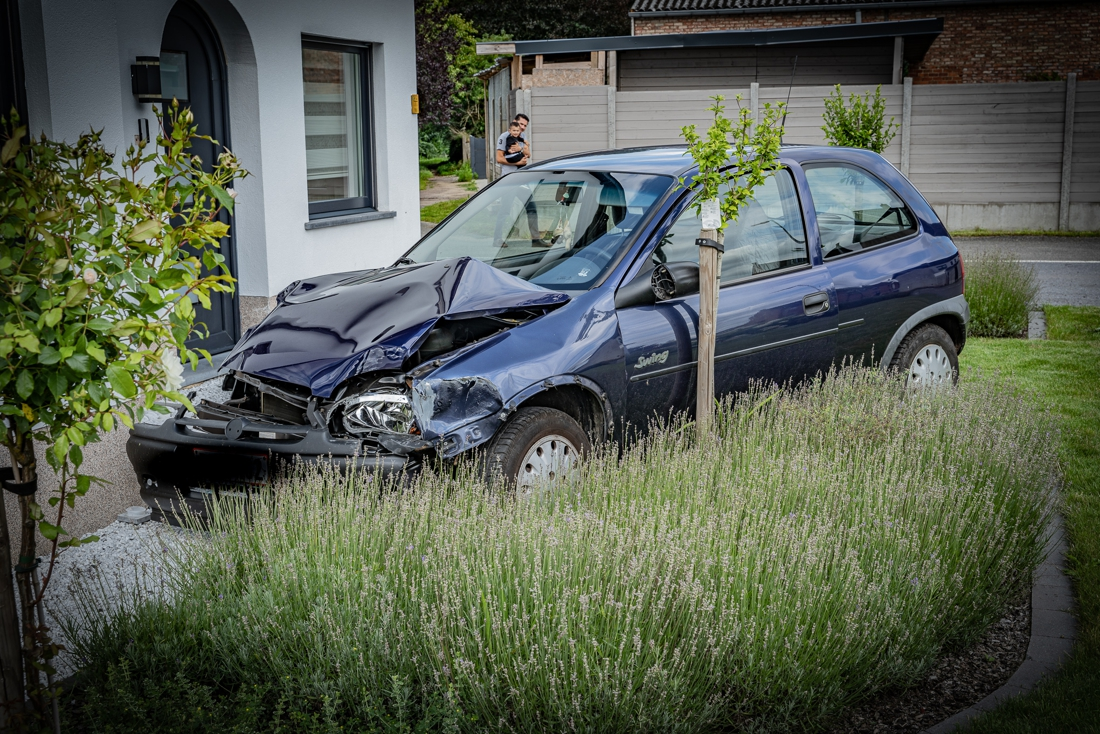 Bestuurster richt zware ravage aan in Beringen