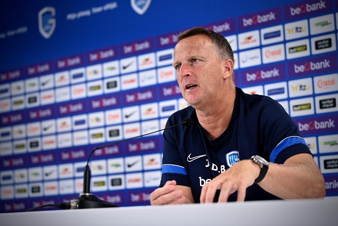 """John van den Brom: """"Onze fans moeten tegen Oostende een goed Genk zien"""""""