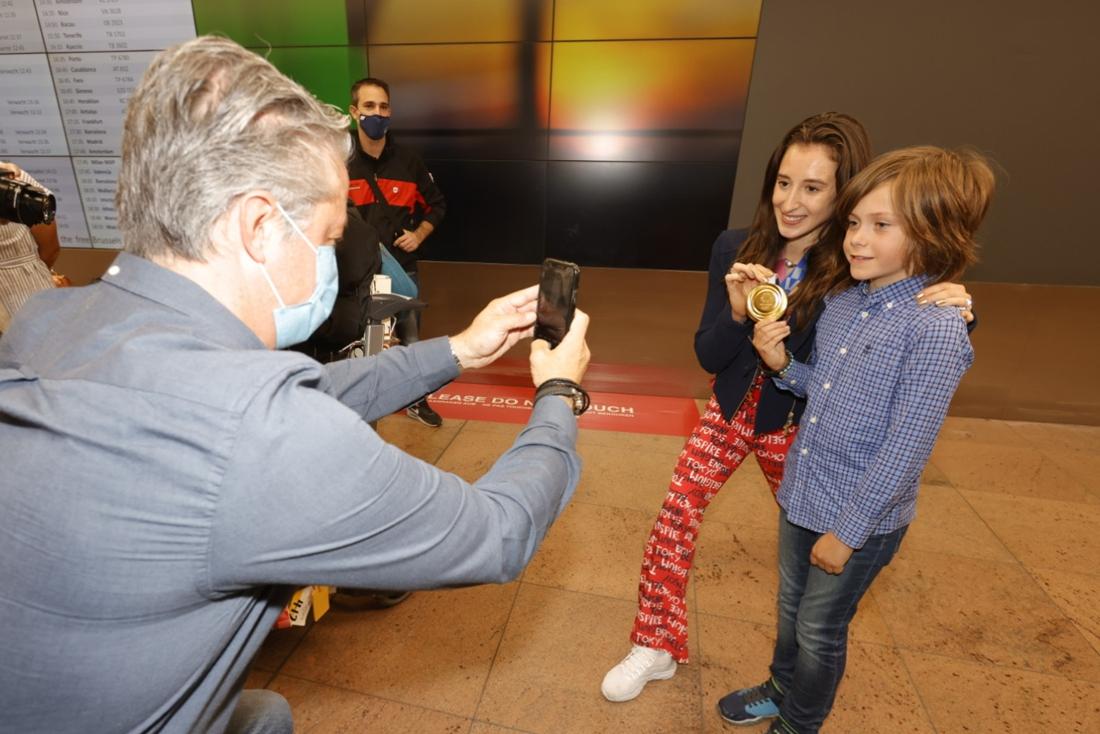 Gouden Nina Derwael is terug thuis: gouden knuffels voor de familie