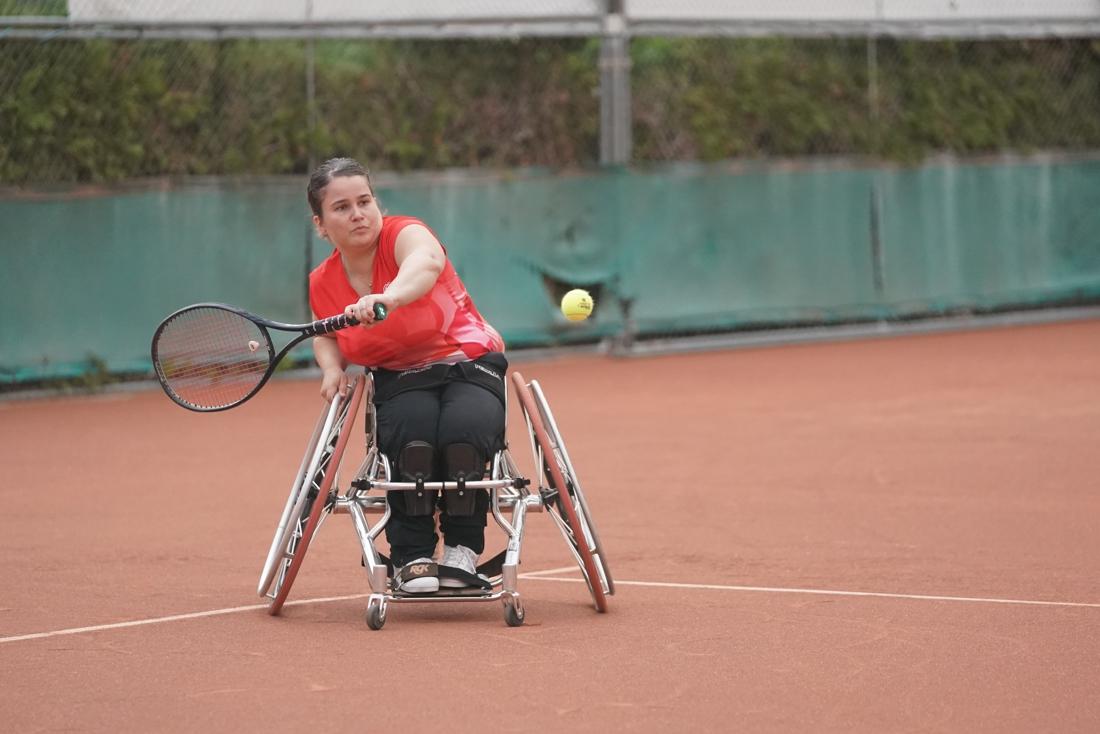 Hasseltse Sofie Cox combineert rolstoeltennis met rolstoeldansen