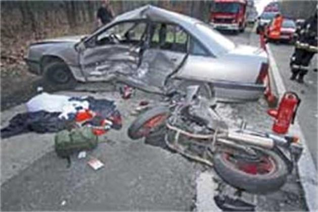 Motorrijder zwaar gewond bij botsing met auto