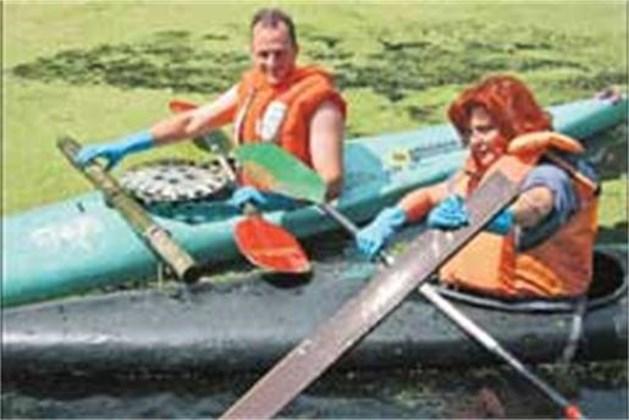Schoonmaakactie met kano's