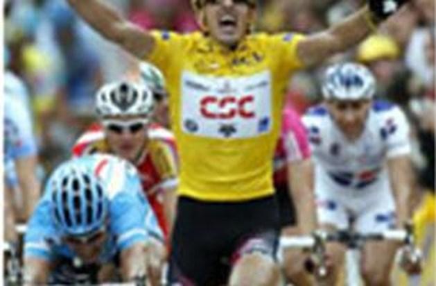 Cancellara blijft spurtend peloton nipt voor
