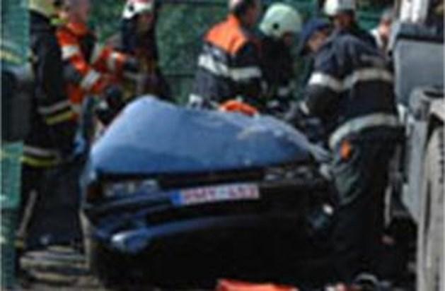 Dode en zwaargewonden bij verkeersongeval in Helchteren
