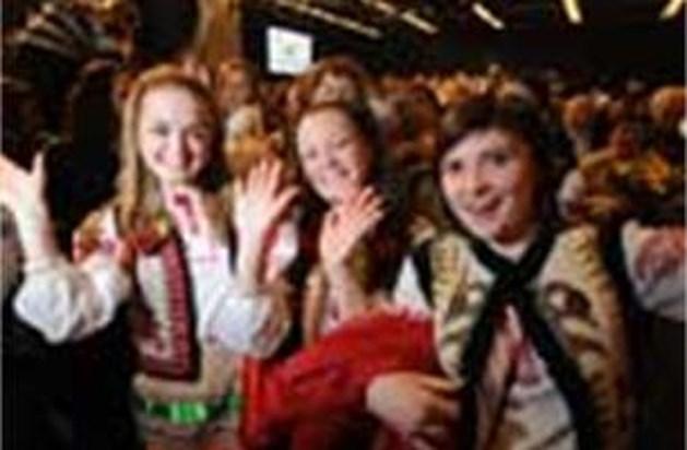 4.000 jongeren uit 26 landen zingend door Neerpeltse straten