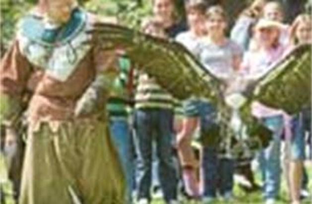 420 scholieren dwalen door de middeleeuwen