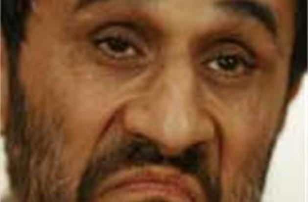Ahmadinejad wil de paus ontmoeten