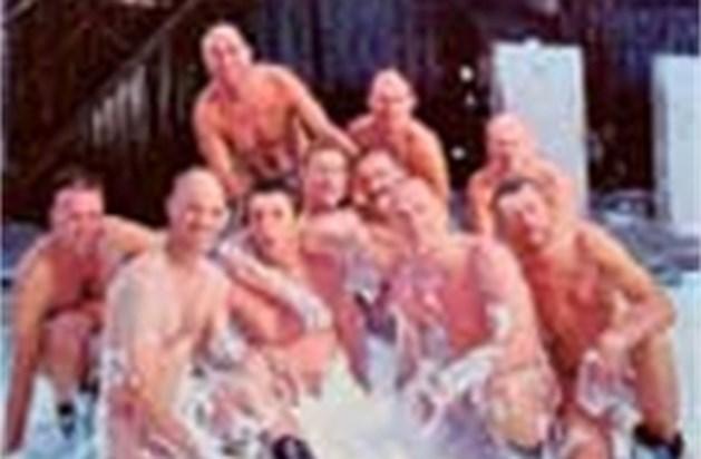 Hasseltse spuitgasten winnen 'De Naaktkalender'
