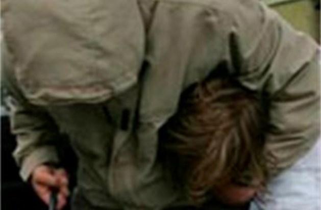 Gewelddadig trio pleegt brutale overval op tiener uit Lanaken