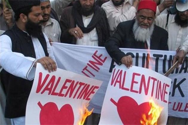 26 ongehuwde moslimkoppeltjes van bed gelicht bij 'Operation Valentine'