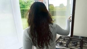 Meisje van 16 jaagt inbreker uit slaapkamer