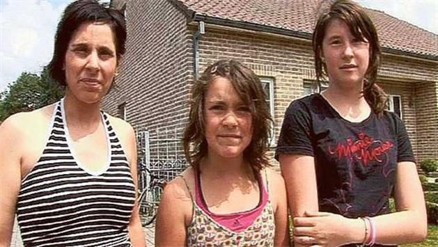 Man met witte bestelwagen rijdt twee 10-jarige meisjes klem in Zonhoven