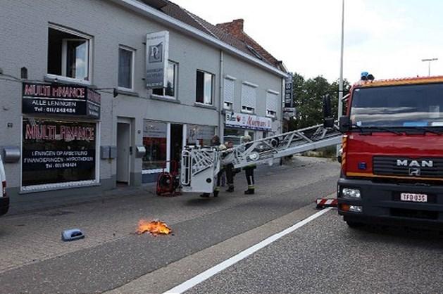 Dakbrand zorgt voor schade in winkels en appartementen