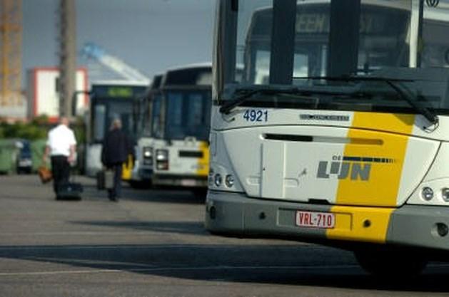 Bejaarde Antwerpenaar komt om onder bus