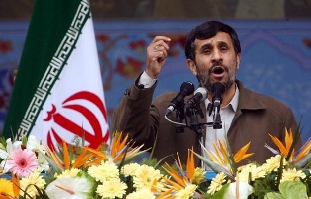 Ahmadinejad stelt nieuwe ploeg ministers voor