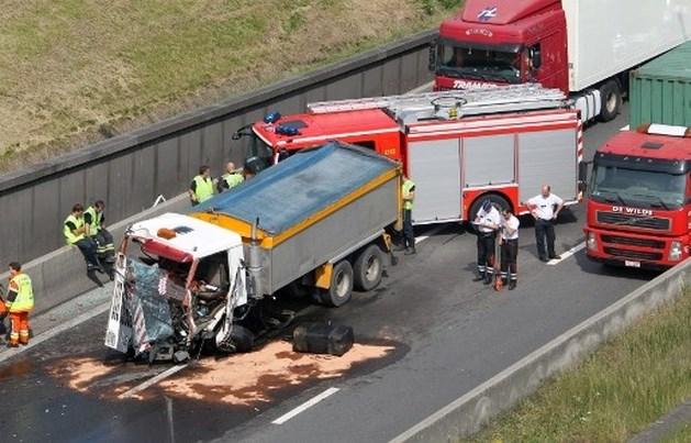 Chauffeur zwaargewond bij ongeval voor Kennedytunnel
