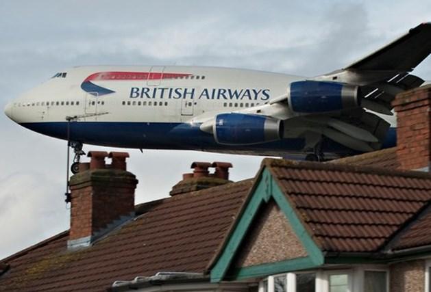 Vliegtuig maakt noodlanding omdat deur openstond