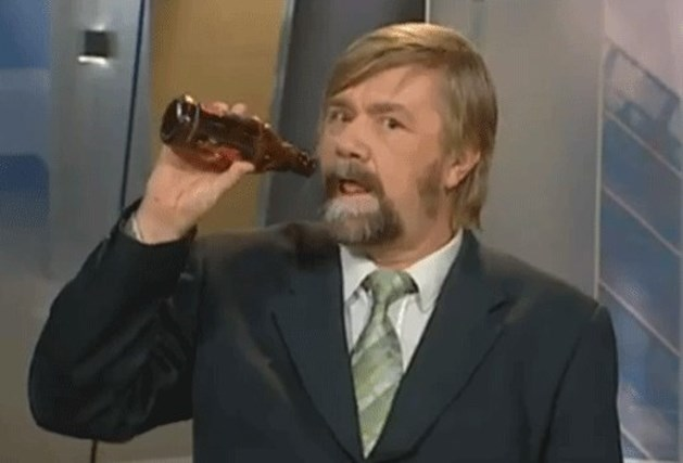 Ontslag na grap met bierflesje (video)