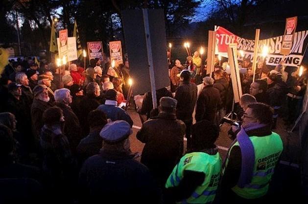Vlaams Belang sluit asielkazerne symbolisch
