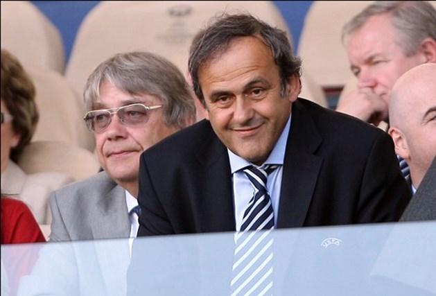 Fifa denkt erover om van voetbal zomersport te maken