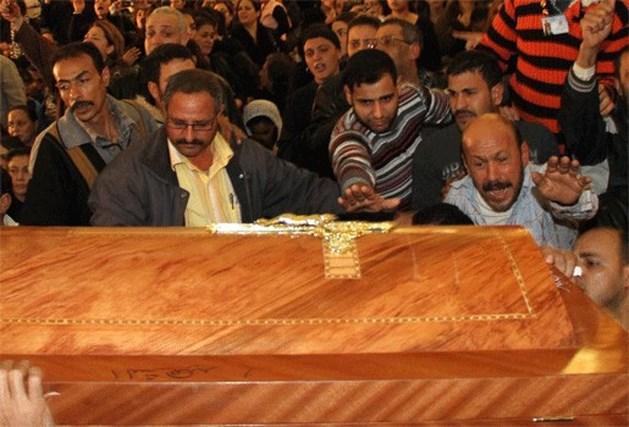 Slachtoffers aanslag op koptische kerk begraven