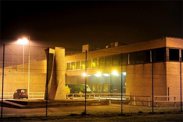 Al anderhalf jaar wachten op netten boven gevangenis Brugge