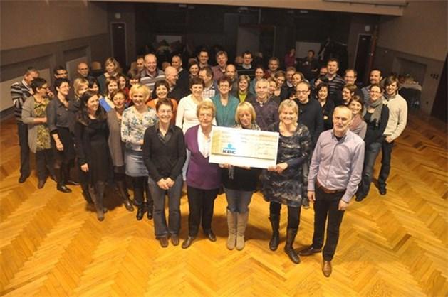 Just Music uit Neerpelt steunt Gambiaans kleuterschooltje met 3.000 euro