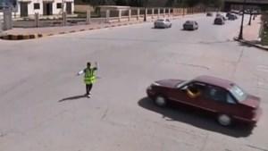 11-jarige regelt verkeer in Benghazi