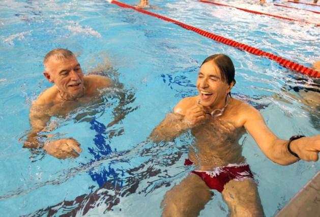 Di Rupo kiest voor rode zwembroek