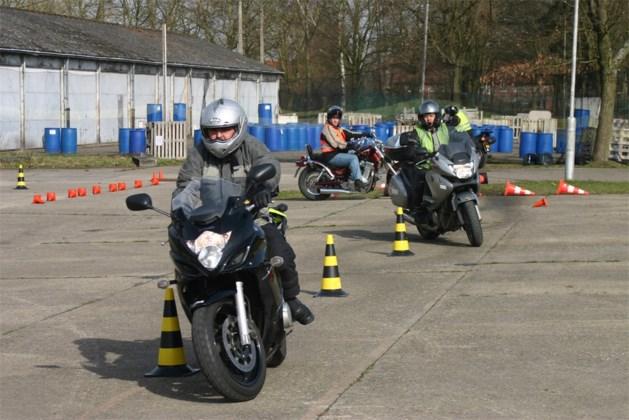 141 motards oefenen tijdens opstartweekend Leopoldsburg