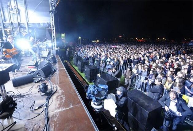 Linkerwoofer lokt 25.000 fans die regen trotseren