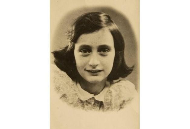 Neonazi meisje moet als straf dagboek Anne Frank lezen