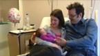 Dochter wordt in auto geboren, op weg naar ziekenhuis