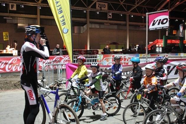 Wereldkampioenen begeleiden kinderen bij veldrit Hasselt