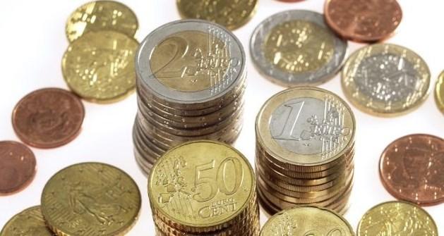 Poetsvrouw troggelt 20.000 euro van zieke jongen af via knappe dochter