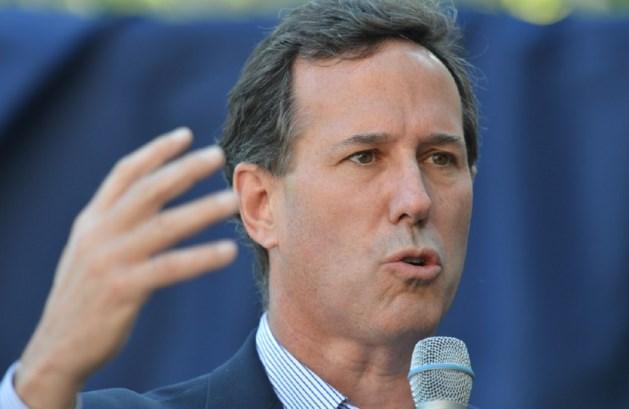Santorum geeft strijd met Romney op