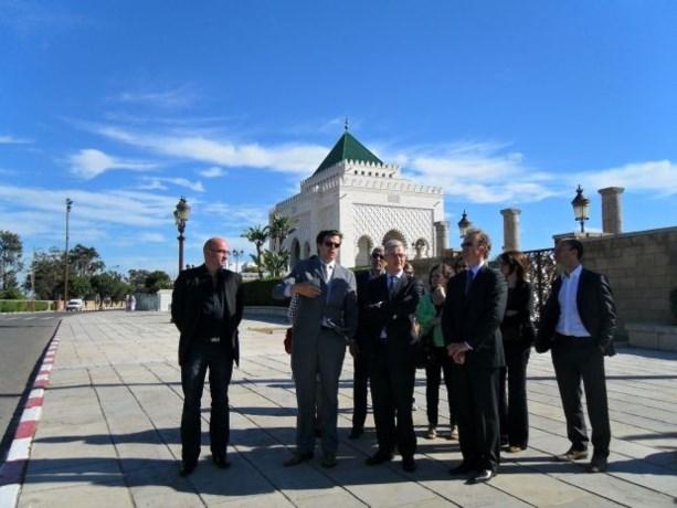 Bourgeois verdeelt in Marokko starterspakketten voor migranten