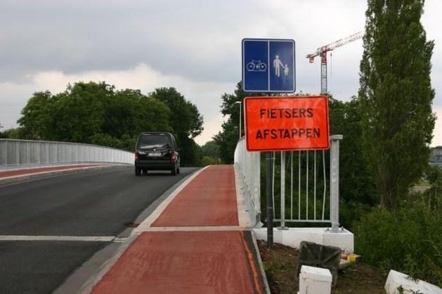 Fietsers moeten afstappen op ... fietspad