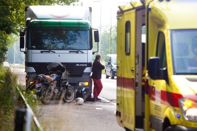 Motorrijder gewond na botsing met vrachtwagen op Hasseltse Ring