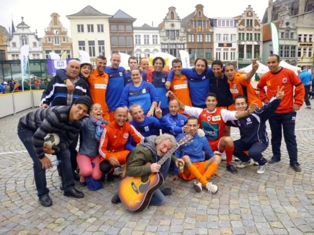 Genkse Sfeerboys voetballen voor European Homeless Cup