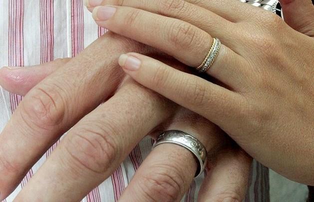 Bijna helft van kinderen buiten het huwelijk geboren