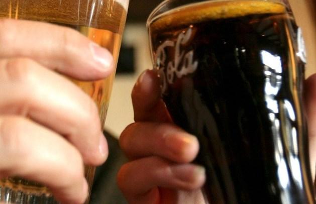 Instituut vindt sporen van alcohol in cola