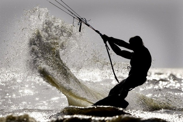Kitesurfer gewond door laagvliegende Seaking in De Panne