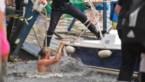 Tientallen mensen belanden in de Maas na instorting ponton