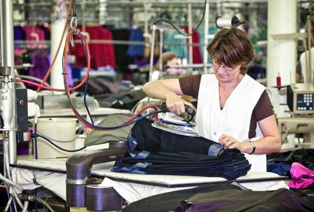 Meer dan 200 mensen op straat in confectie- en textielsector