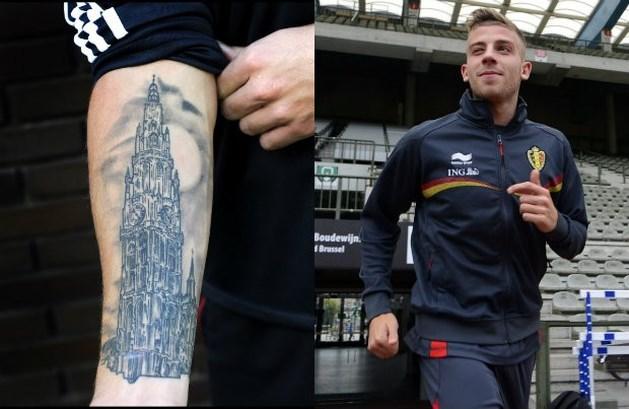 Alderweireld heeft tattoo van kathedraal van Antwerpen