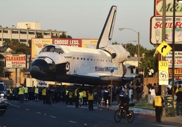 Transport spaceshuttle Endeavour zet Los Angeles op stelten